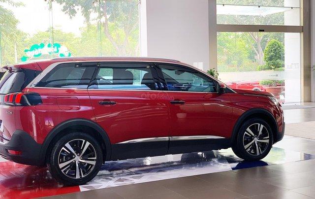 Cần bán nhanh chiếc xe Peugeot 5008 năm 2019, màu đỏ - Có sẵn xe - Giao nhanh toàn quốc0