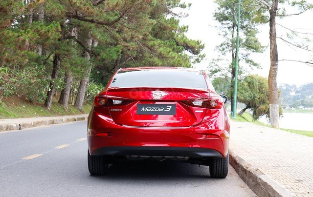 Khuyến mại lớn cuối năm chiếc xe Mazda 3 Facelift 2019, màu đỏ - Giao xe nhanh toàn quốc3