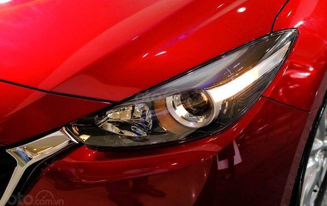 Khuyến mại lớn cuối năm chiếc xe Mazda 3 Facelift 2019, màu đỏ - Giao xe nhanh toàn quốc6