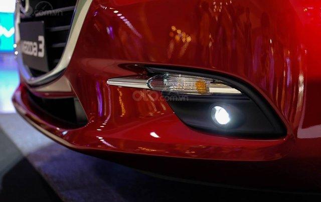 Khuyến mại lớn cuối năm chiếc xe Mazda 3 Facelift 2019, màu đỏ - Giao xe nhanh toàn quốc8