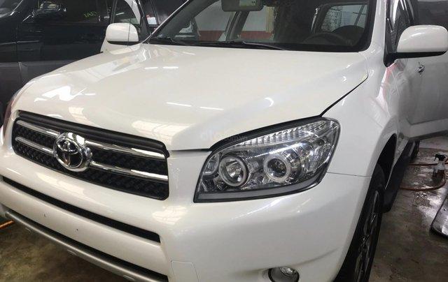 Cần bán xe Toyota RAV4 đời 2017 màu trắng, xe nhập0