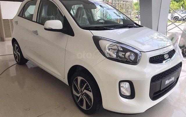 Tặng phụ kiện chính hãng khi mua xe Kia Morning AT- 2019 màu trắng, số tự động4