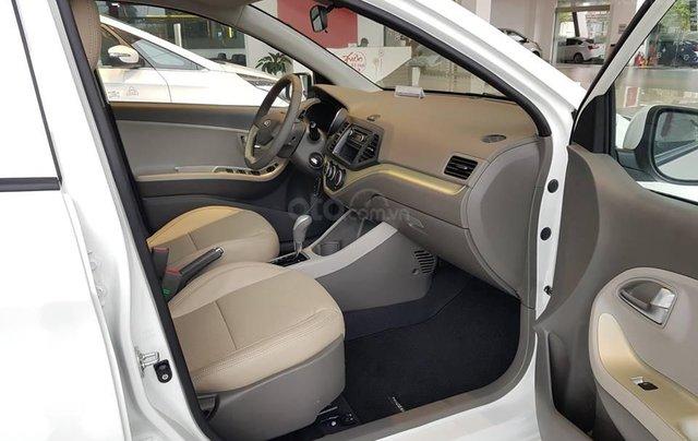 Tặng phụ kiện chính hãng khi mua xe Kia Morning AT- 2019 màu trắng, số tự động6