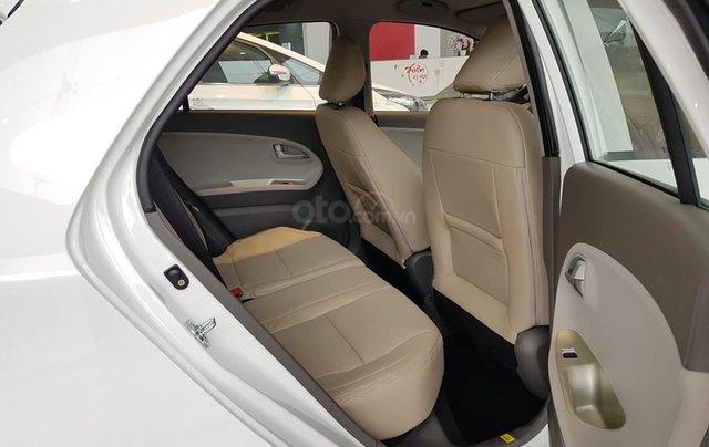 Tặng phụ kiện chính hãng khi mua xe Kia Morning AT- 2019 màu trắng, số tự động7