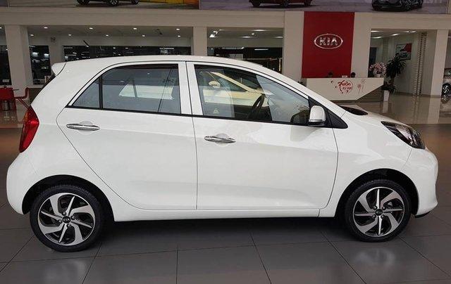 Tặng phụ kiện chính hãng khi mua xe Kia Morning AT- 2019 màu trắng, số tự động5