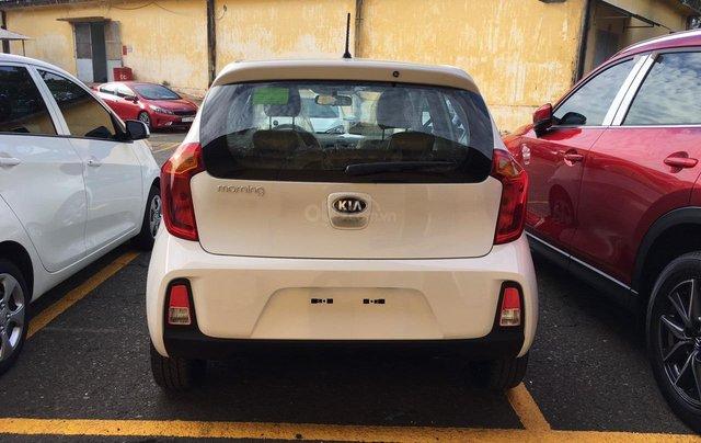 Tặng phụ kiện chính hãng khi mua xe Kia Morning AT- 2019 màu trắng, số tự động1