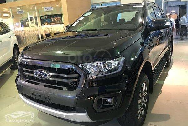 Bán nhanh, giá rẻ Ford Ranger WildTrak 2.0L AT năm 2019, màu đen, xe nhập