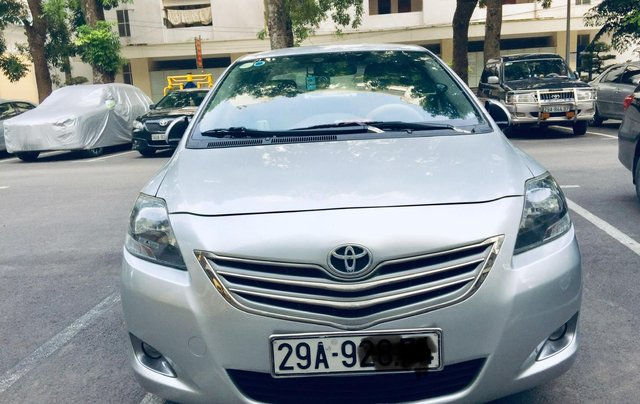 Cần bán xe Toyota Vios G tự động 2013, màu bạc, chính chủ, xe có lộc0