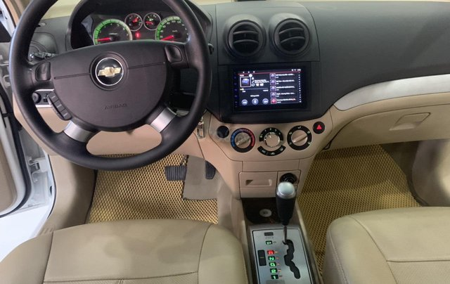 Bán Chevrolet Aveo 1.5AT đời 2017, màu trắng, giá tốt1