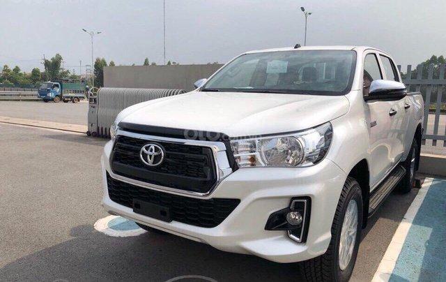 Hỗ trợ trả góp 80% - Miễn phí bảo hành - Trả trước 160 triệu, Toyota Hilux 2.4E MT đời 2019, màu trắng