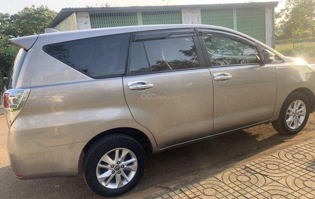 Cần bán Toyota Innova 2.0E 2018, màu nâu đồng0