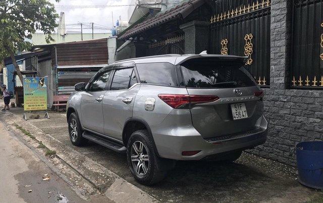 Cần bán xe Toyota Fortuner 2017, màu bạc, giá tốt4
