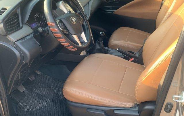 Cần bán Toyota Innova 2.0E 2018, màu nâu đồng1