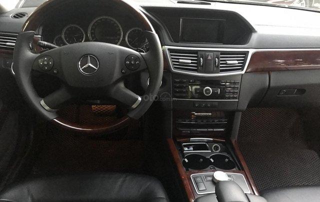 Bán xe Mercedes E300 sản xuất 2010, màu đen, giá 795tr5