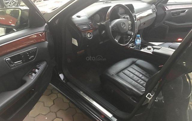 Bán xe Mercedes E300 sản xuất 2010, màu đen, giá 795tr6