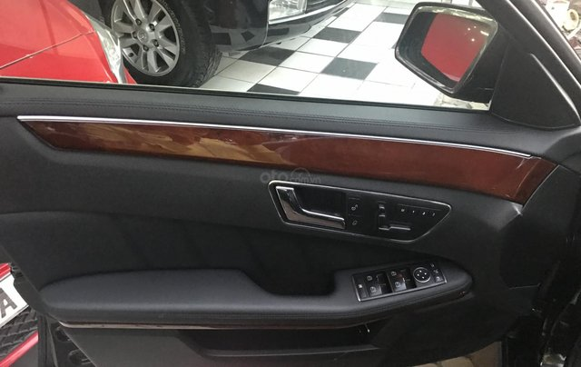 Bán xe Mercedes E300 sản xuất 2010, màu đen, giá 795tr7