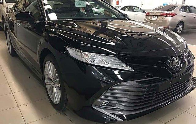 Cần bán xe Toyota Camry 2.5Q năm 2019, màu đen0