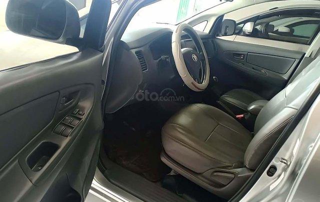 Cần bán lại xe cũ Toyota Innova 2.0 đời 2012, màu bạc, giá 320tr3