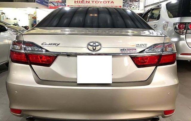 Bán Toyota Camry 2.5Q đời 2017, màu vàng như mới, 990 triệu1
