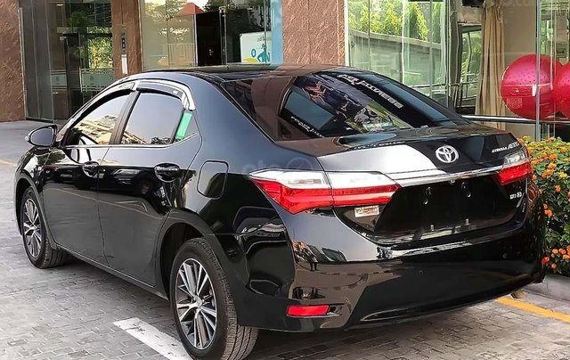 Cần bán Toyota Corolla Altis 1.8G AT sản xuất 2018, màu đen2