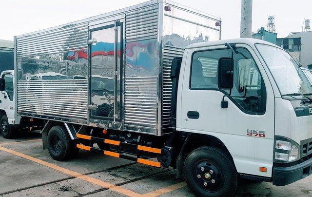 Khuyến mãi 100% trước bạ, tặng 200L dầu, tặng 2 lốp xe khi mua Isuzu 1T9 SX 2019, giao ngay1