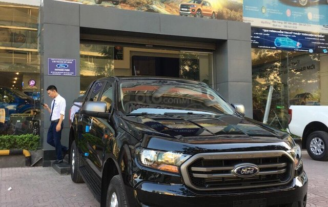 Bán Ford Ranger XLS năm sản xuất 2019, màu đen, giá KM cuối năm, lấy ngay tặng gói BHTV + phụ kiện5