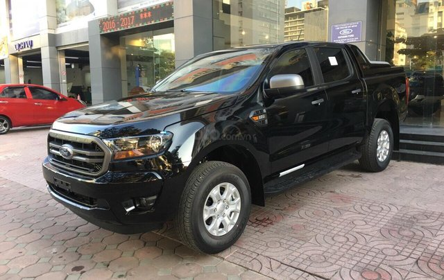 Bán Ford Ranger XLS năm sản xuất 2019, màu đen, giá KM cuối năm, lấy ngay tặng gói BHTV + phụ kiện2