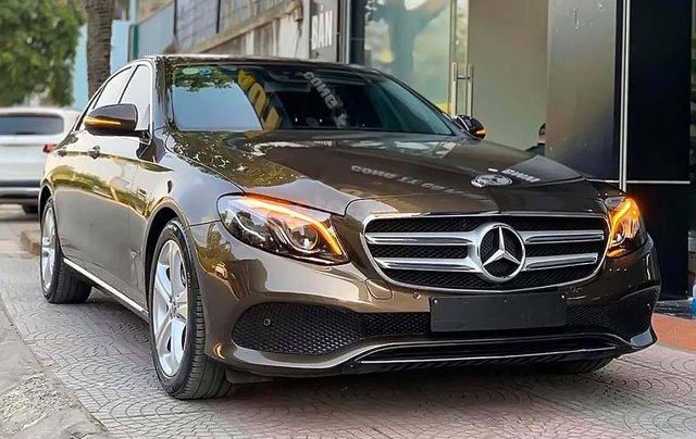 Cần bán gấp Mercedes E250 năm sản xuất 2017, màu nâu0