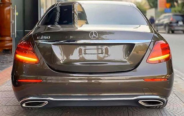 Cần bán gấp Mercedes E250 năm sản xuất 2017, màu nâu1