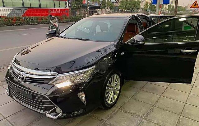 Bán Toyota Camry 2.5Q đời 2018, màu đen, xe như mới0