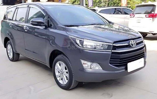 Cần bán gấp Toyota Innova E 2018, màu xám, giá 670tr0