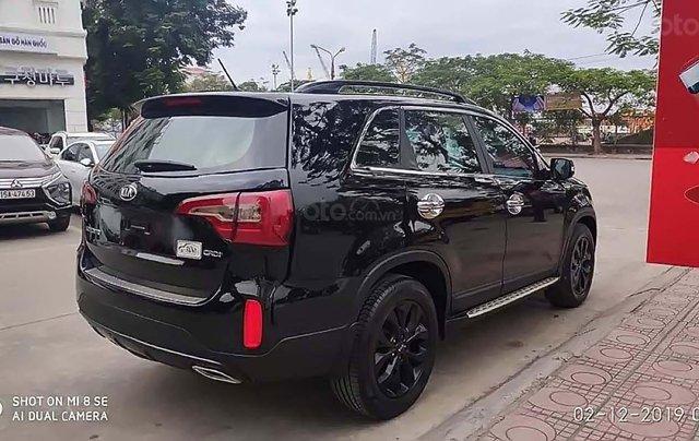 Bán Kia Sorento CRDi 2.2 năm 2016, màu đen, xe gia đình, giá 768tr1