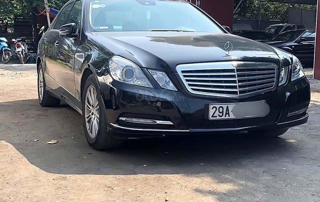 Cần bán xe Mercedes E200 đời 2011, màu đen, chính chủ 0