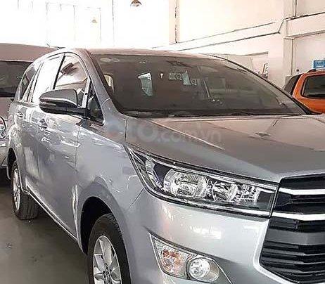 Cần bán Toyota Innova sản xuất 2017, màu bạc, giá 658tr0