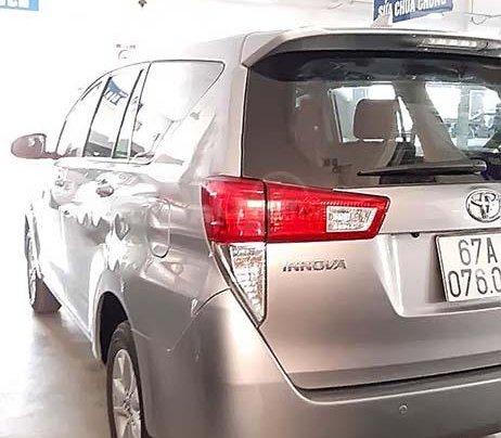 Cần bán Toyota Innova sản xuất 2017, màu bạc, giá 658tr1