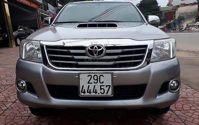 Cần bán lại xe Toyota Hilux 2.5E 4x2 MT đời 2014, màu bạc, nhập khẩu nguyên chiếc0