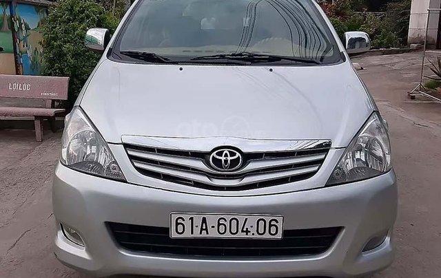 Cần bán lại xe Toyota Innova năm sản xuất 2009, màu bạc0