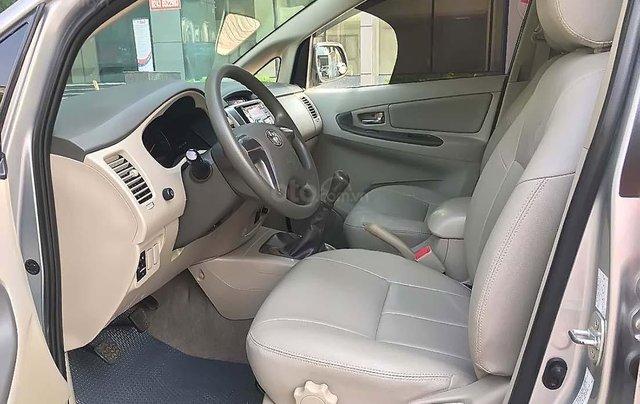 Bán xe Toyota Innova 2.0 E MT năm 2016, màu bạc số sàn2