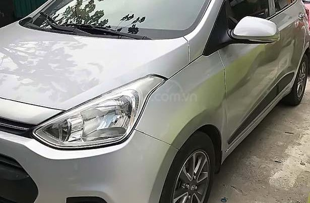 Bán Hyundai Grand i10 sản xuất 2015, màu bạc, xe nhập, giá 335tr0