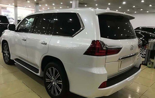 Cần bán gấp Lexus LX570 sản xuất năm 2016, màu trắng, nhập khẩu2