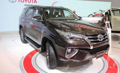 Bán gấp Toyota Fortuner 2.8V bản máy dầu, số tự động, sản xuất 2019, màu nâu