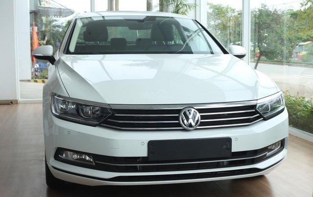 Cần bán Volkswagen Passat Highline 2018, màu trắng, xe nhập 100% từ nước Đức - liên Hệ 03962687860