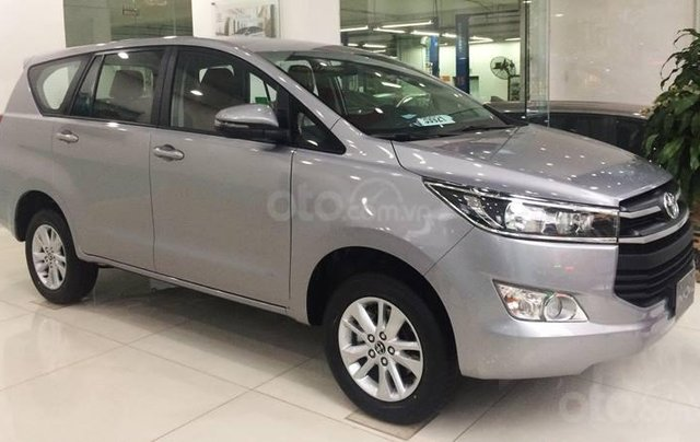 Mua xe ngay nhận ngay ưu đãi lớn cuối năm chiếc xe  Toyota Innova 2.0E đời 2019, màu bạc 2