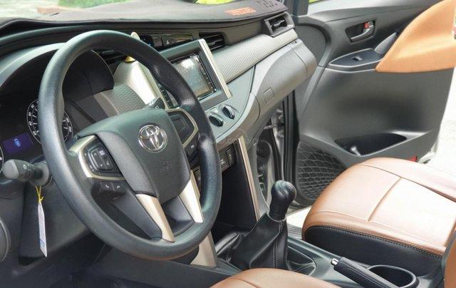 Mua xe ngay nhận ngay ưu đãi lớn cuối năm chiếc xe  Toyota Innova 2.0E đời 2019, màu bạc 6