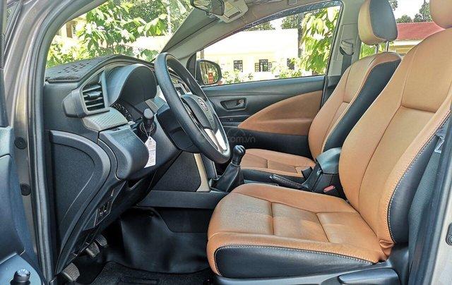 Mua xe ngay nhận ngay ưu đãi lớn cuối năm chiếc xe  Toyota Innova 2.0E đời 2019, màu bạc 9