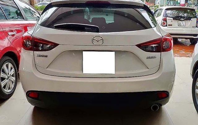 Cần bán Mazda 3 1.5 AT sản xuất năm 2015, màu trắng, số tự động0