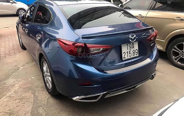Cần bán Mazda 3 1.5 AT đời 2018, màu xanh lam, 640 triệu1