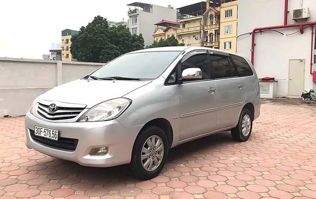 Bán Toyota Innova năm 2009, màu bạc, số sàn, 369tr0