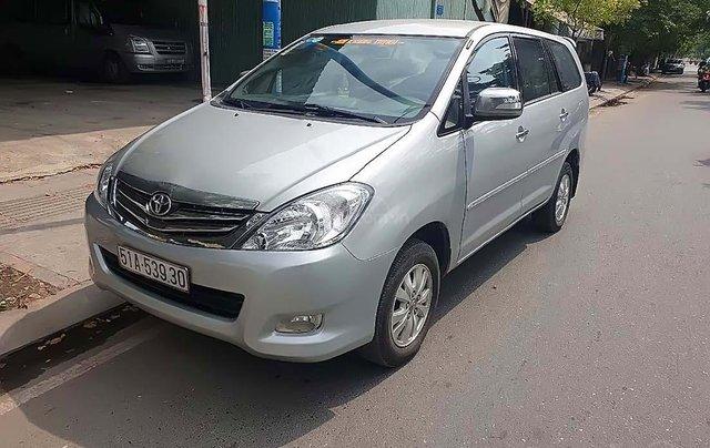 Cần bán xe Toyota Innova V đời 2009, màu bạc, số tự động0