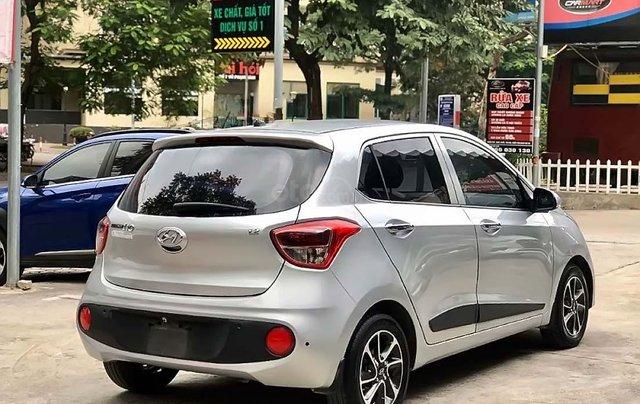 Cần bán lại xe Hyundai Grand i10 1.2 AT năm 2018, màu bạc1